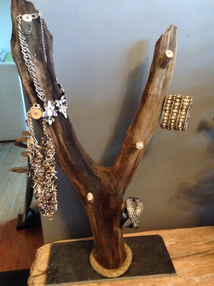 Driftwood jewellery stand 2